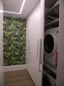 Pasillo lavandería en vivienda inteligente